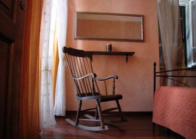 affittacamere-spello-umbria-vacanze-sedia-a-dondolo